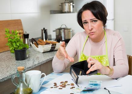 DONNA OBERATA DAI DEBITI: SALVATA GRAZIE AL FONDO ANTIUSURA DI ADICONSUM